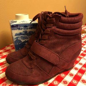 Simply Vera - maroon bootie heels sz 9.5